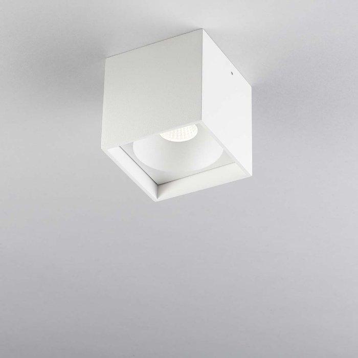 Køb Solo Square Loftlampe Hvid 2700K – LIGHT-POINT (så længe lager haves)