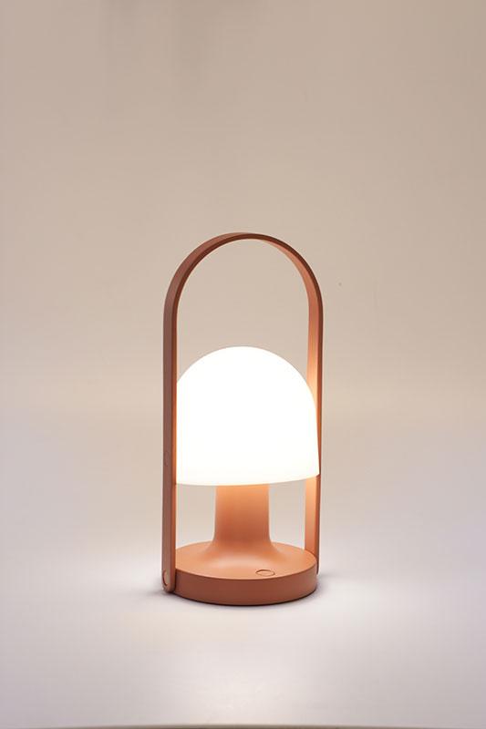 Follow me terracotta transportabel bordlampe fra lampefeber fra luxlight.dk