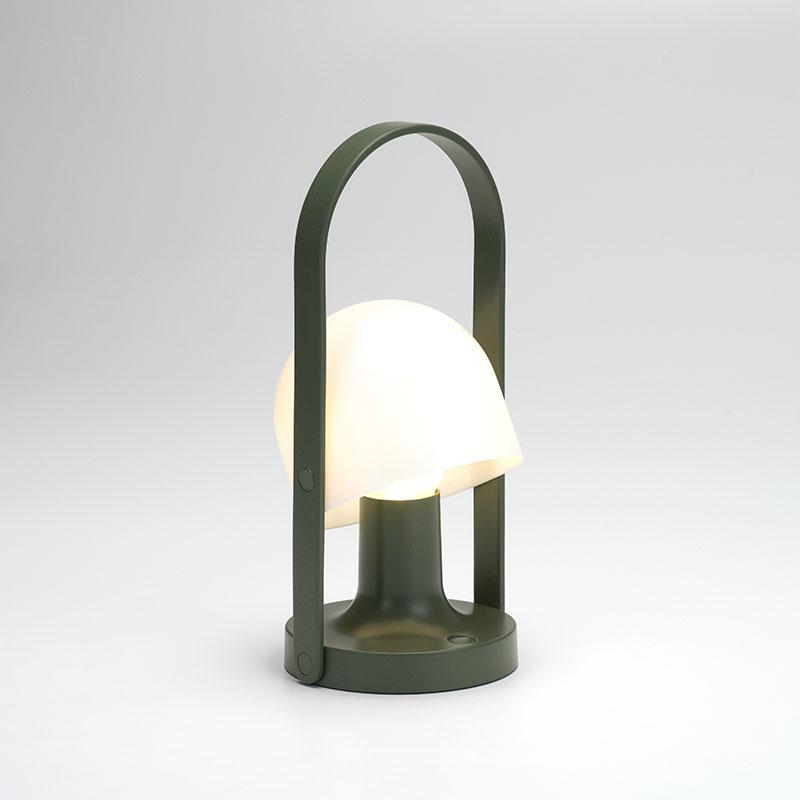 lampefeber Follow me green transportabel bordlampe fra luxlight.dk