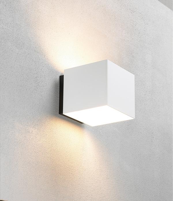 embacco – Welcome hvid væglampe - embacco på luxlight.dk